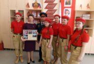 Юнармейцы передали визитку отряда Наследники России в команату юнармейца